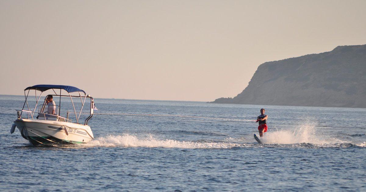 Ski nautique à Lipsi, vos vacances à la Villa M