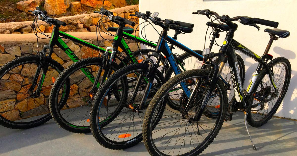 Des vélos à votre disposition à la Villa M à Lipsi